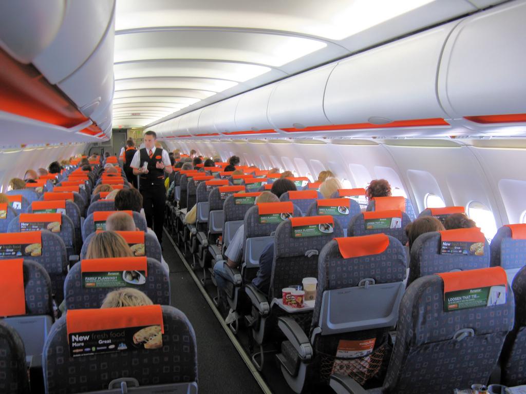 Салон самолета airbus a320 авиакомпании